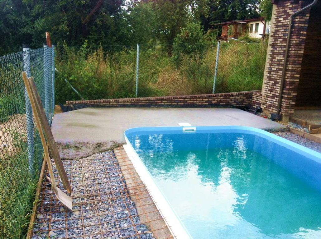 bazény, jezírka, zámkové dlažby, oplocení, pergoly apod.